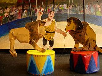 wandelend poppentheater- circus Mini www.elcapstok.nl