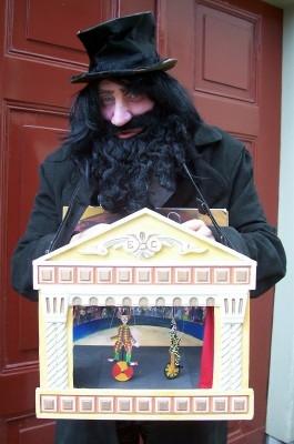 wandelend poppentheater. animatie www.elcapstok.nl de speelman